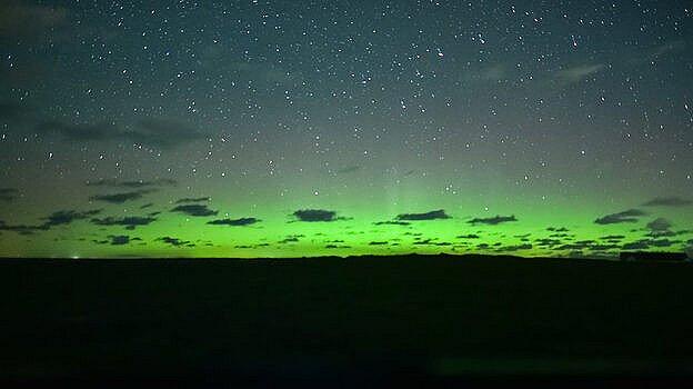 Den grønne farve udløses af iltatomer i op mod 500 kilometers højde. Billedet er taget med lang lukketid, så det fremstår ikke så tydeligt med det blotte øje. Foto: Lene Maria Søndermølle Steffensen / Seerbillede