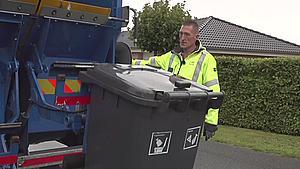 Mere end blot skrald i spanden: Affaldet er levende og kan gøre renovationsmedarbejderne syge